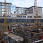 Deutsche Bank vor Baustelle Kronprinzbau