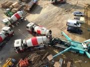 fahrmischer-bei-der-betonpumpe