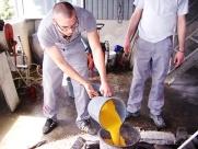 beimischung-der-betonfarbe